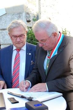 """Schützenhöfer durfte sich in das """"Goldene Buch der Stiftung Fondation du Mérite Européen Luxemburg"""" eintragen"""