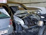 Wrack eines abgebranntes Autos in Tiefgarage in Innsbruck