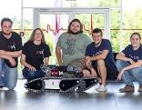 Roboter Trudi mit Team für WM in Japan