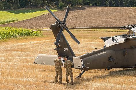 Hubschrauber im Getreidefeld