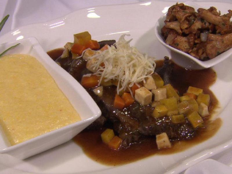 Kulinarium, k.u.k. Wirtshaus, Rindsbackerl mit Eierschwammerl und Wurzelgemüse