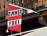 """Fahne mit der Aufschrift """"Zimmer frei"""""""