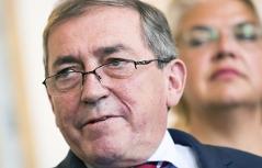 Heinz Schaden bei Rücktritts-PK