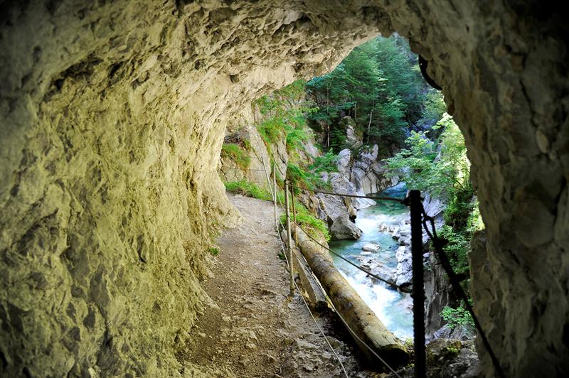 Kaiserklamm Bild 4: Blick aus einer Höhle in die Klamm