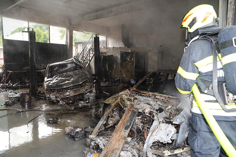 Werkstattbrand in Bruck