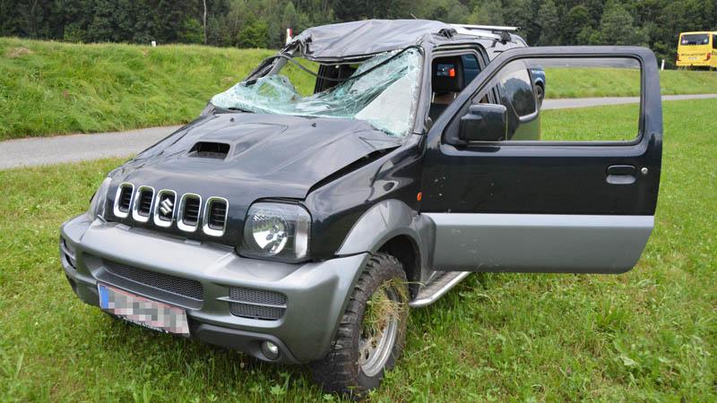 Verkehrsunfall Auto stark beschädigt