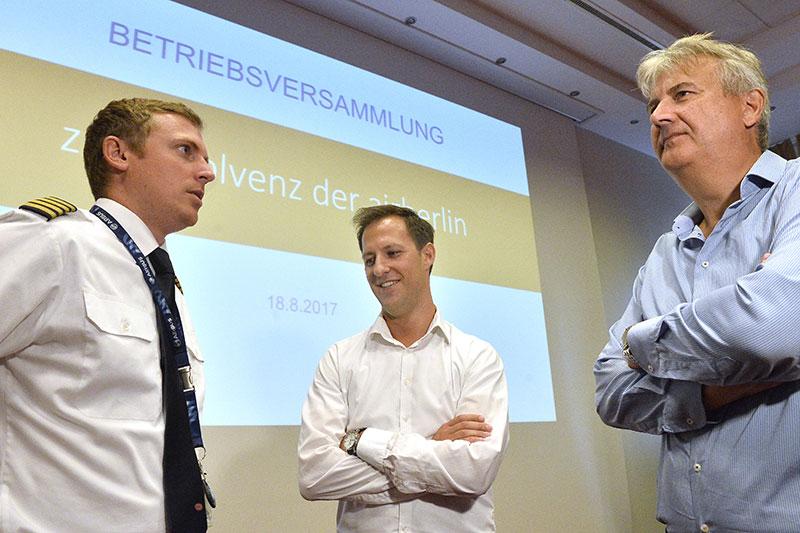 Betriebsräte Lukas Schauerhuber, Stefan Tankovits, Regionalgeschäftsführer der GPA-djp Peter Stattmann