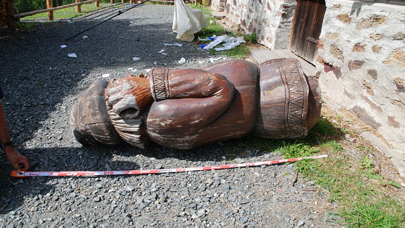 Bub erschlagen Skulptur Gerlitzen