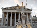Parlament und Statue der Pallas Athene