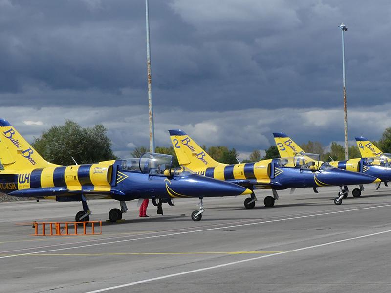"""Die Aero-L-39-Jets der """"Baltic Bees""""-Kunstflugstaffel"""