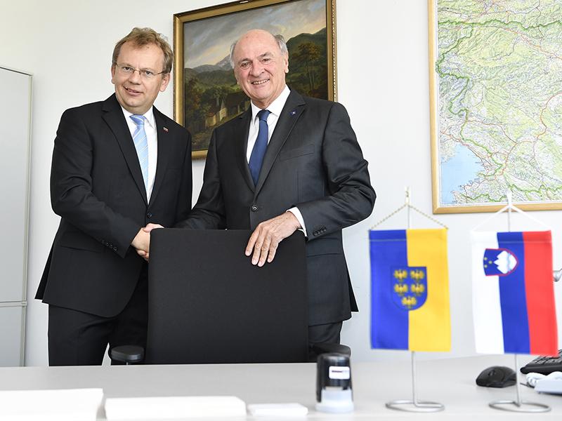 Botschafter Andrej Rahten und Erwin Pröll am Donnerstag, 7. September 2017, anl. der Ernennung Prölls zum Honorarkonsul der Republik Slowenien in St. Pölten