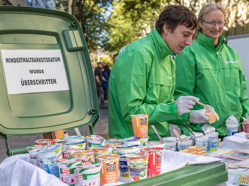 Greenpeace verteilte abgelaufenes Joghurt