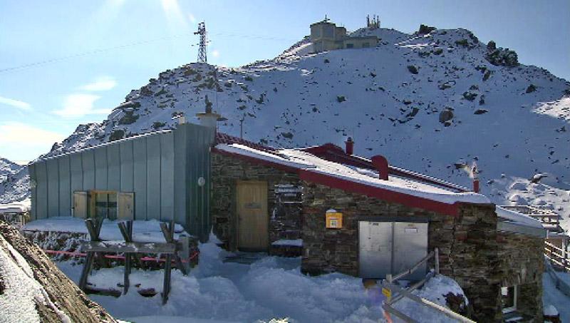 Glungezerhütte im Schnee