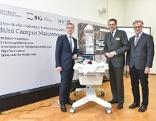 Bundesminister Harald Mahrer mit BIG-Geschäftsführer Hans-Peter Weiss (links) und MedUni-Wien-Rektor Markus Müller