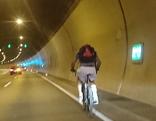 Radfahrer im Achraintunnel