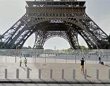 Die Glasmauer um den Eiffelturm