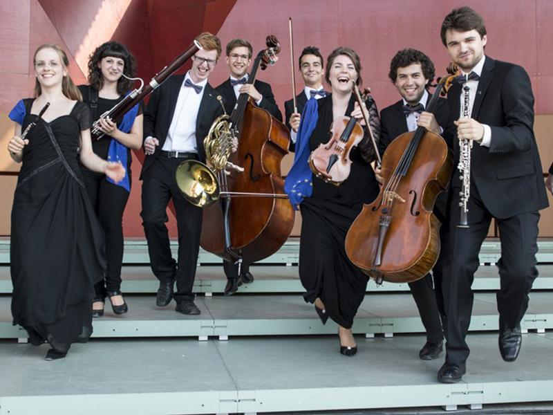 junge Musiker beim gemeinsamen Musizieren