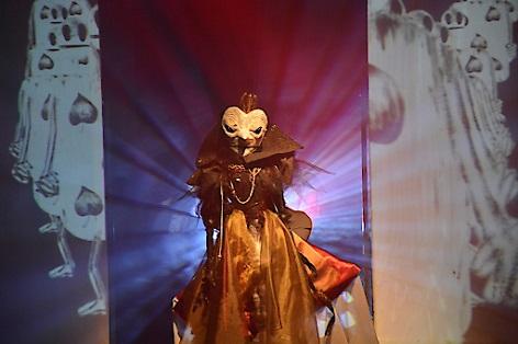 Herzkönigin aus Alice. Puppe von Claudia Six. Regie: Simon Meusburger