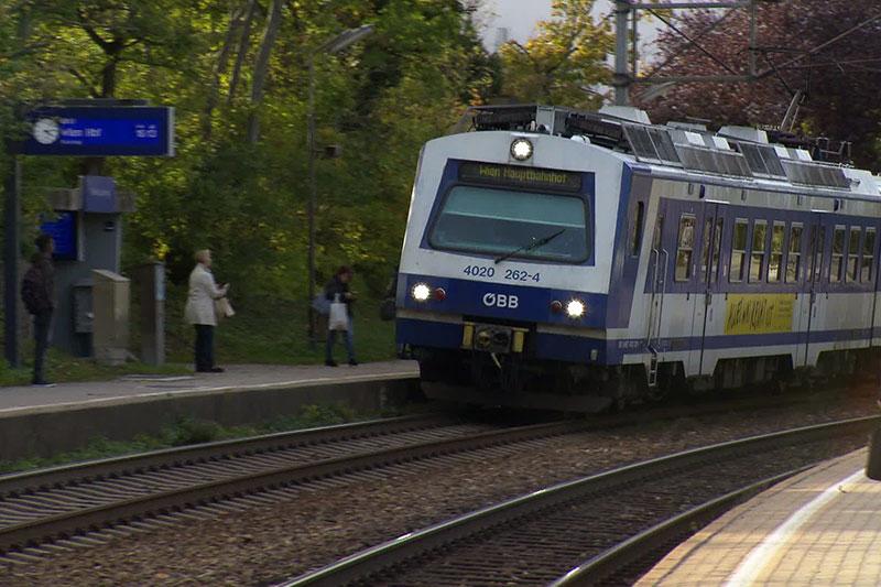 S-Bahn in der Station Speising