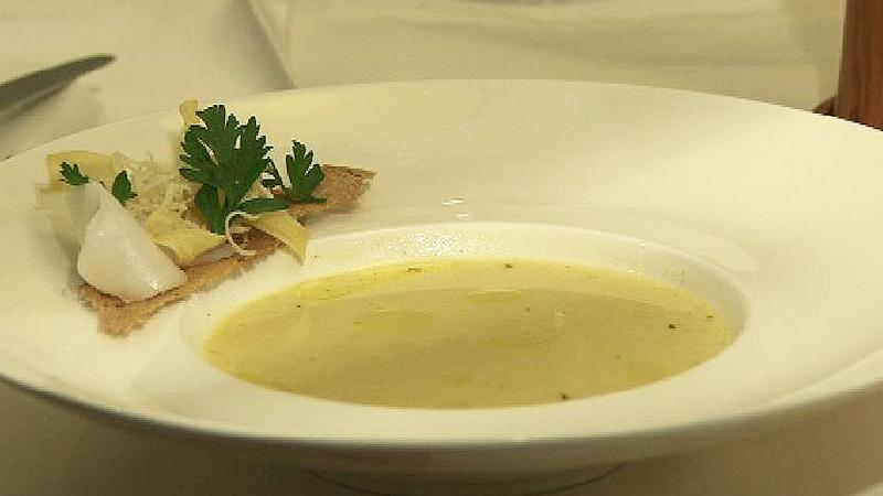 Apfel-Kren-Suppe und Bratapfelkuchen