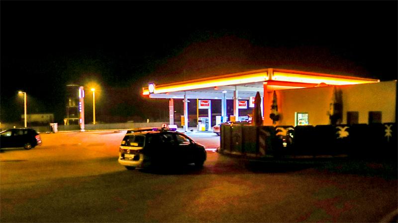 Tankstelle in Lochen überfallen