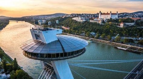 "Bratislava Brücke SNP | Aussichtsturm mit Restaurant ""UFO"""
