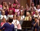 Kinder beim Festakt zum Jubiläum der Landesmusikschulen