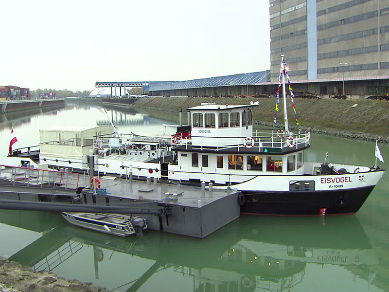 Schiff Eisvogel im Wiener Hafen