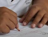 Schule Kinder lernen Bub Schreiben Unterricht