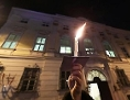 """Lichterkette - organisiert von SOS Mitmensch - rund um das Regierungsviertel unter dem Motto """"Unsere Ministerien nicht in die Hände von Rechtsextremen!"""" in Wien."""