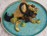 Gebackener Waller mit Kartoffel-Blutwurstgröstl und Avocado