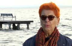 Evelyne Weissenbach am Ufer des Neusiedler Sees