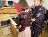 16-Jährige stach Studentin nieder: Prozessbeginn. Im Bild: Die junge Angeklagte