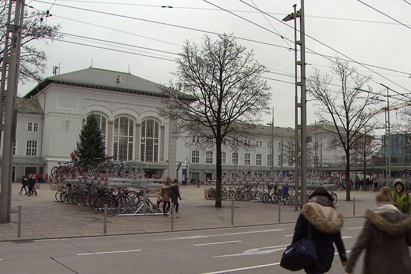 Bahnhofsvorplatz in der Stadt Salzburg