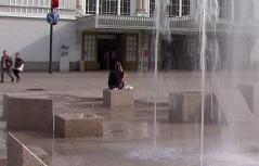Brunnen am Bahnhofsvorplatz in der Stadt Salzburg