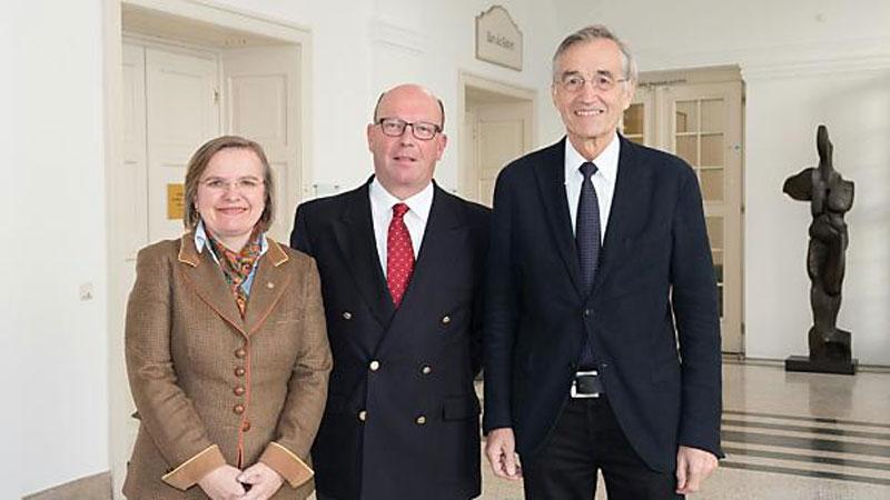 Leonhard Braunizer (mi.) mit Rektor Tilmann Märk und Vizerektorin Ulrike Tanzer