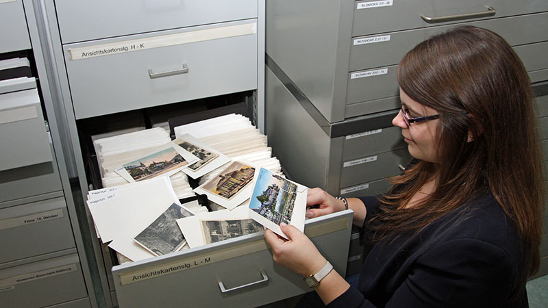 Katja Almberger Archivarin Landesarchiv