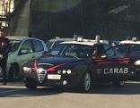 Carabinieri überwachen Medikamententransport