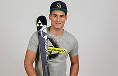 Slaven Dujakovic mit Skiern