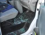 Aufgebrochenes Firmenauto