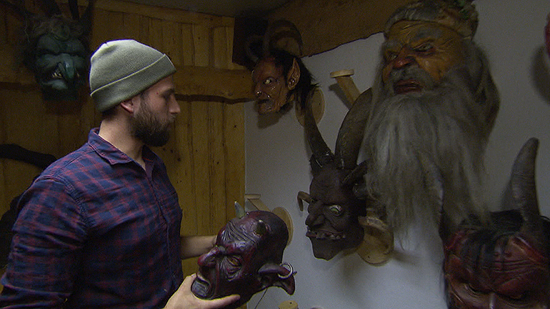 Niklas Koller und Krampusmasken
