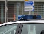 Blaulicht Polizeiauto, Sujet: Kriminalität, Ermittlungen, Verhaftung, Festnahme, Einsatz