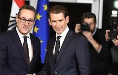 : ÖVP-Bundesparteiobmann Sebastian Kurz (R.) und FPÖ-Bundesparteiobmann Heinz-Christian Strache  im Rahmen der Präsentation des Koalitionspakts und Koalitionsabkommens in Wien