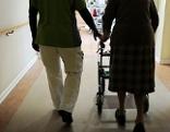 Pflegeheim Patient Helfer Rollator