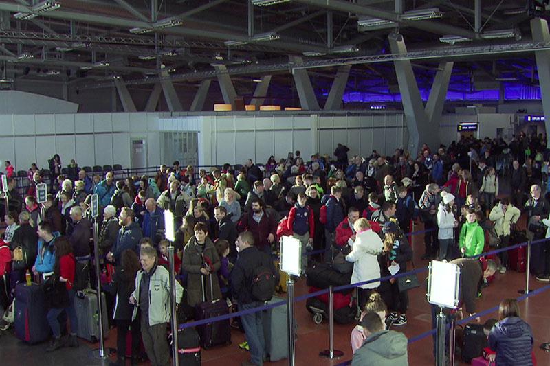 Warteschlangen im Terminal 2 des Salzburger Flughafens