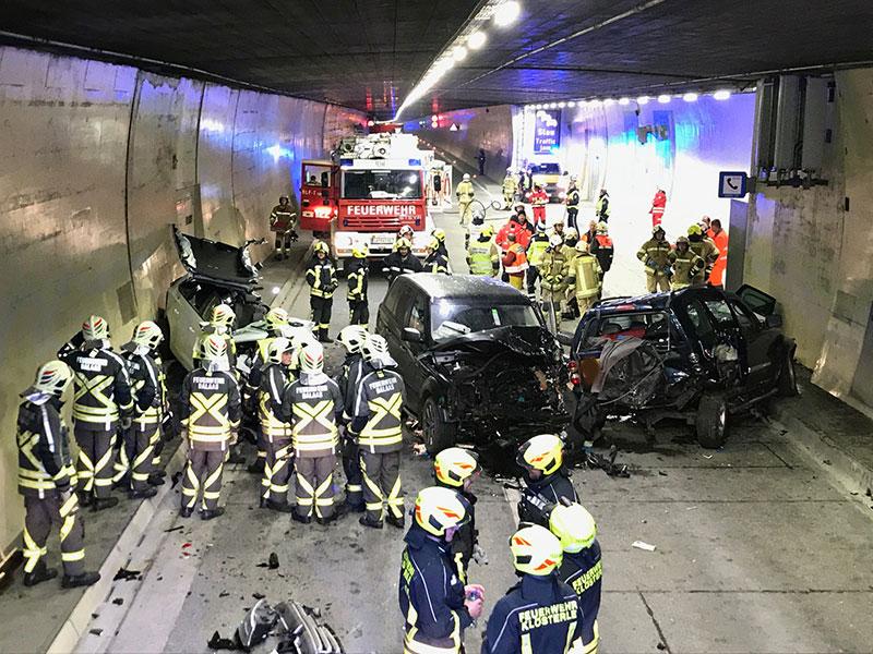 Arlbergtunnel nach Unfall mit bis zu zehn Verletzten gesperrt
