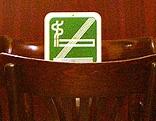 Rauchen-verboten-Schild in einem Lokal
