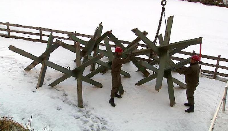 Bundesheer lädt Panzerigel in Vals ab