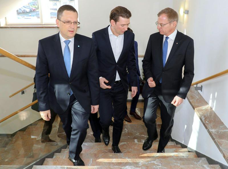 Klausur Bundes-ÖVP in Bad Ischl, v.l.:  Klubobmann August Wöginger, Bundeskanzler Sebastian Kurz und Landeshauptmann von OÖ Thomas Stelzer