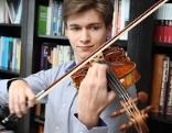Schüler Julian Walder nimmt als einziger Österreicher bei der Geigen Olympiade in Genf teil - wir haben ihn zuhause besucht